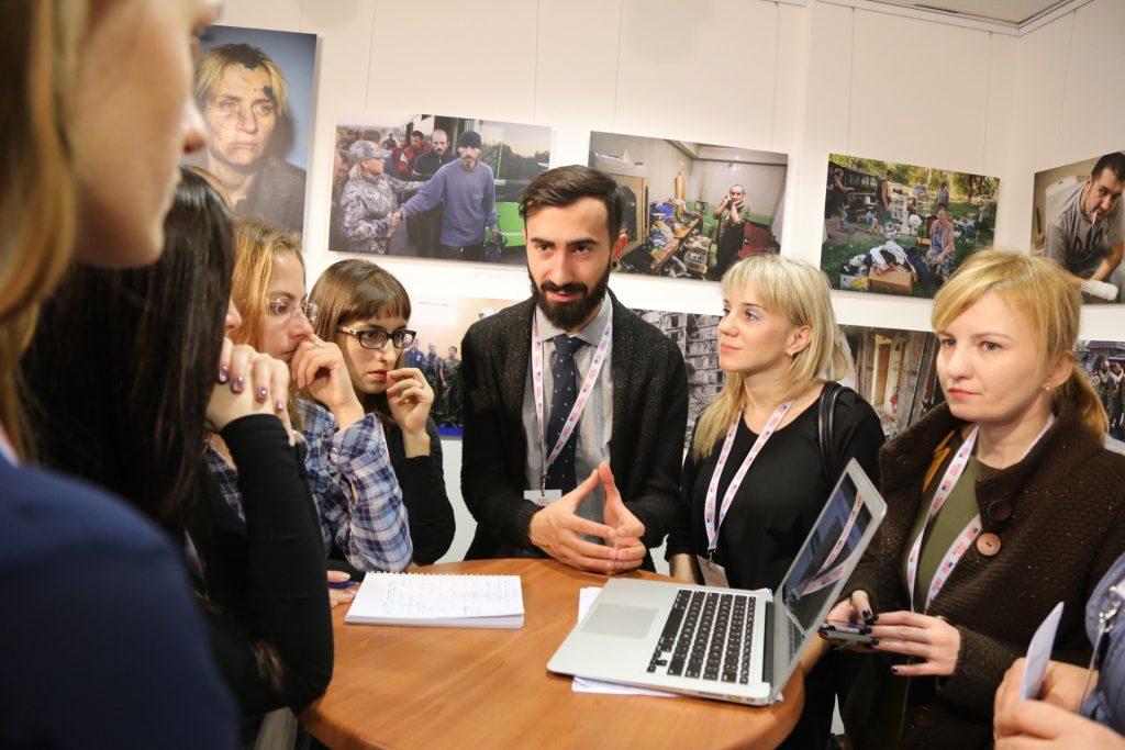 Speed-geeking at TechForum Ukraine.