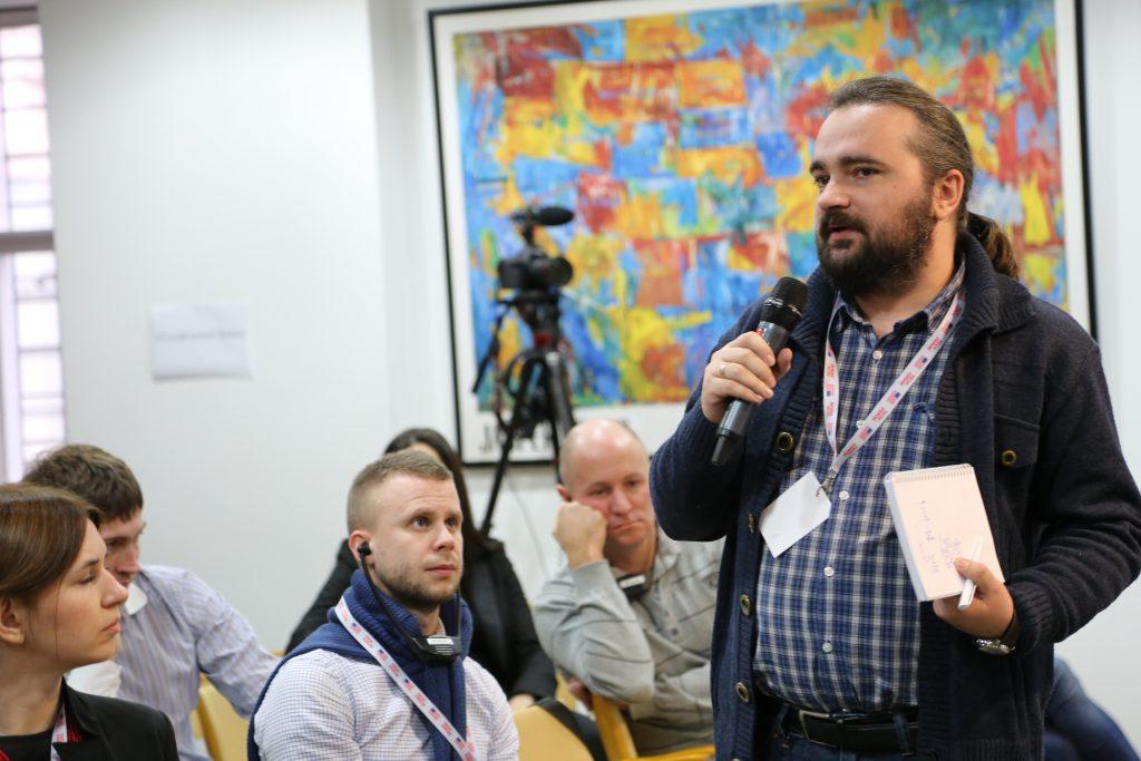 A participant presents his solution at TechForum Ukraine.
