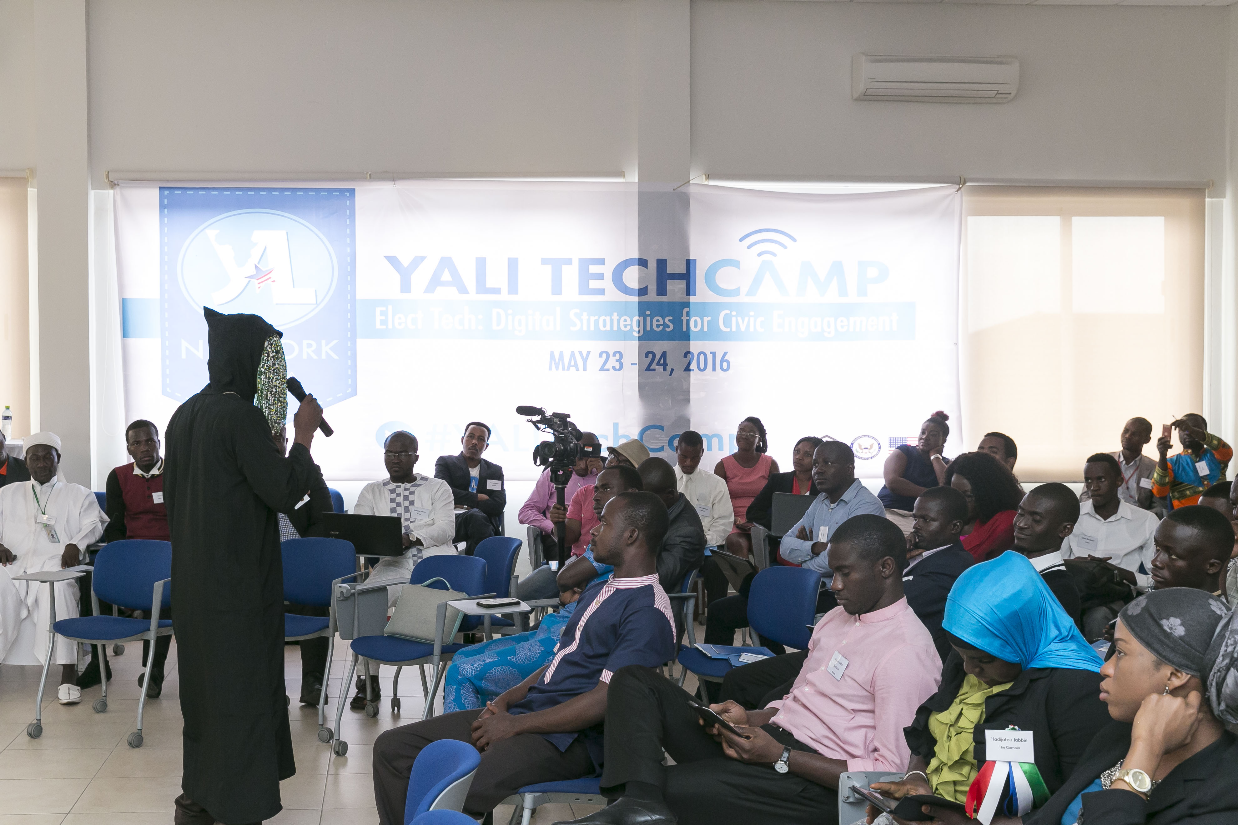 Undercover journalist Anas, who disguises his face for his work, speaks with YALI TechCamp Ghana participants on innovative strategies for civic engagement.