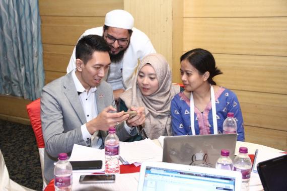 TechCamp participants explore a new app