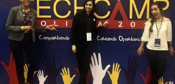Elisa Muñoz poses with fellow YLAI participants